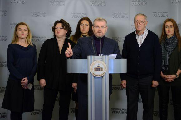 Александр Вилкул с представителями обманутых вкладчиков в Верховной Раде