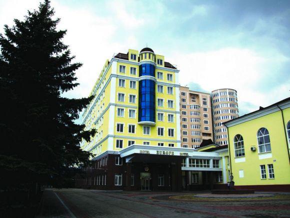 У номінації «Адміністративно-офісне та готельне будівництво» І місце присуджено готелю та ресторану «Європа» по вул. Панфілова, 86-а у м. Донецьку. Всього в цій категорії номінувались 3 об'єкти.